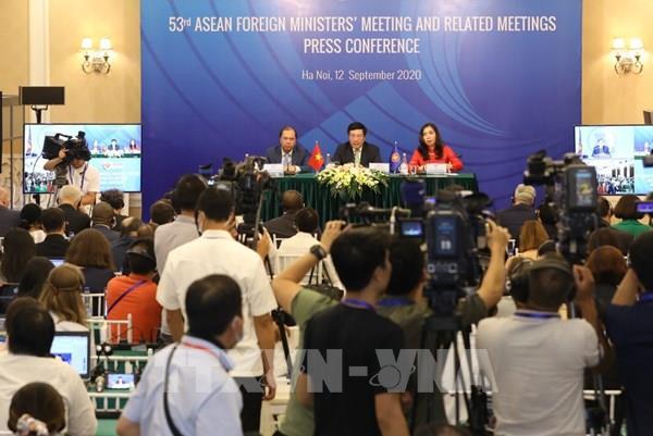 ASEAN 2020: Việt Nam đưa ra 10 sáng kiến được thông qua AMM 53 và các Hội nghị liên quan