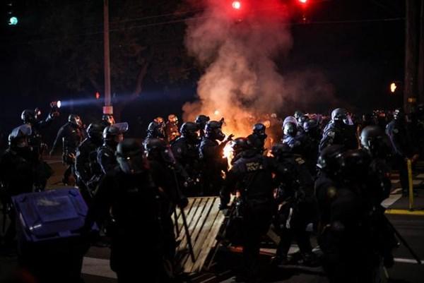 Mỹ: Thành phố Porland cấm cảnh sát sử dụng hơi cay để kiểm soát đám đông