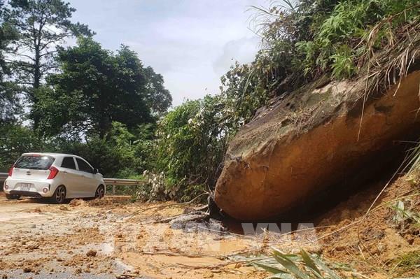 Mưa lớn ở Phú Thọ khiến 2 người thiệt mạng và 7 người bị thương