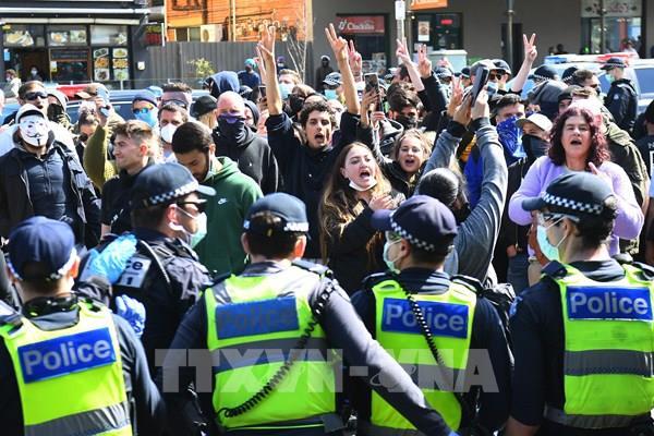 Australia xử phạt hàng trăm người biểu tình vi phạm việc phòng chống dịch COVID-19