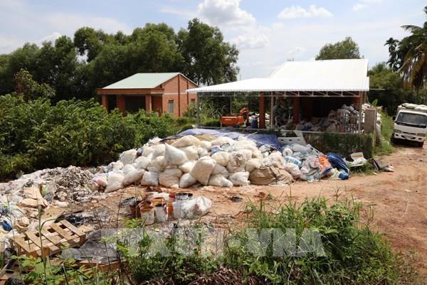 Tây Ninh bắt quả tang doanh nghiệp đổ chất thải không đúng quy định