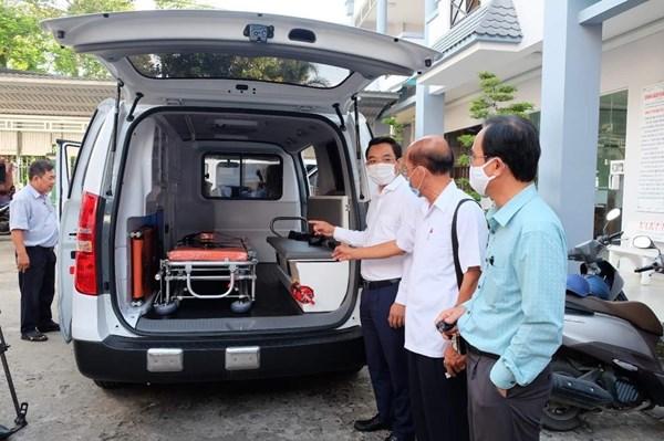 Trao tặng 2 xe cứu thương cho ngành y tế Kiên Giang