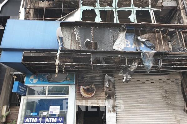 Cháy lớn tại một phòng giao dịch Eximbank và cửa hàng Vua Nệm tại TP.HCM