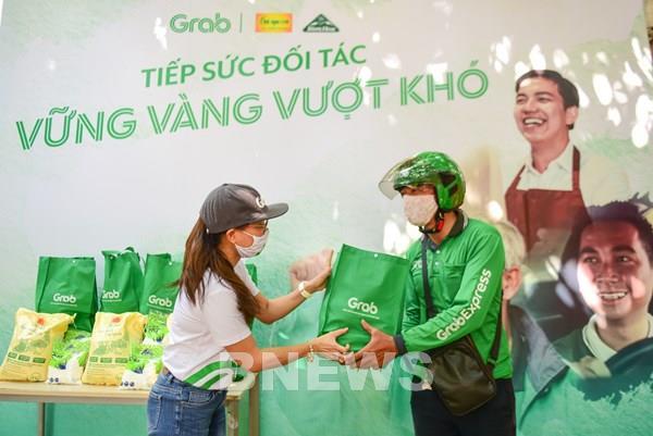 Grab Việt Nam tiếp tục tiếp sức cộng đồng chống COVID-19