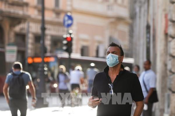 Italy điều tra vụ bê bối khẩu trang quy mô lớn