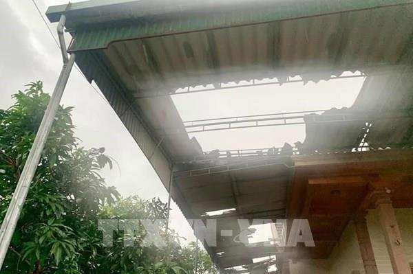 Bão số 5 đổ bộ vào đất liền, gây nhiều thiệt hại tại một số địa phương
