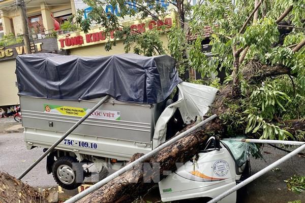 Thừa Thiên – Huế: Bão số 5 làm một người chết, nhiều người bị thương