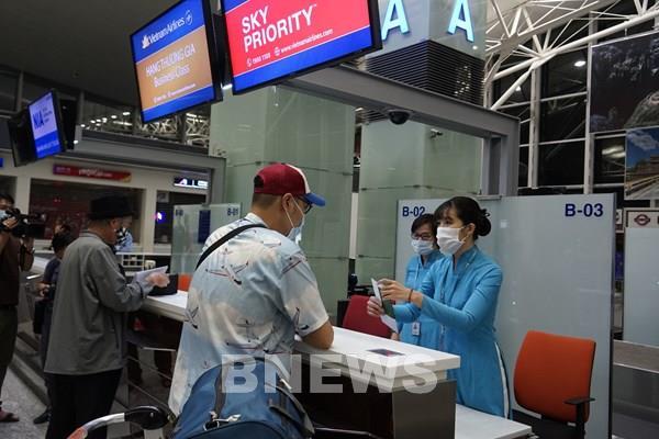 Vietnam Airlines thực hiện chuyến bay thương mại quốc tế thường lệ đầu tiên sau COVID-19