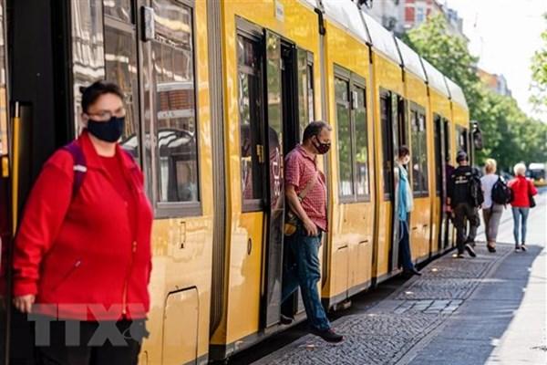 Cập nhật COVID-19 sáng 25/9: EU báo động dịch bệnh ngày càng tồi tệ