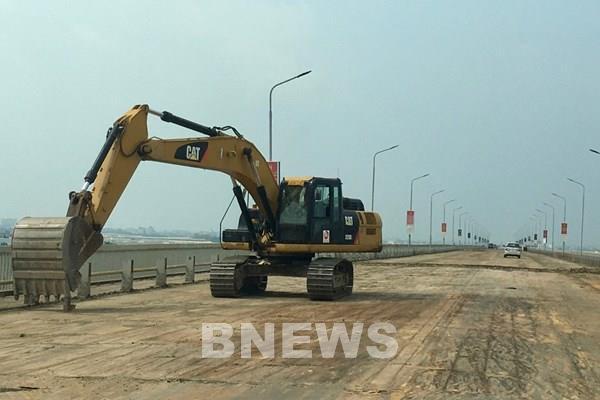 Thảm thử bê tông siêu tính năng sửa chữa cầu Thăng Long từ chiều 23/9