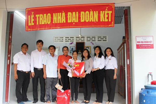 Agribank bàn giao 34 căn nhà Đại đoàn kết cho hộ nghèo tỉnh An Giang