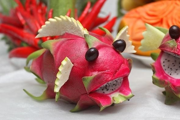 Cách cắt tỉa hoa quả thành con vật ngộ nghĩnh cho mâm cỗ Trung Thu