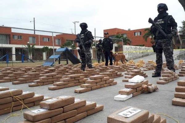 Ecuador thu giữ hơn 1,3 tấn cocaine