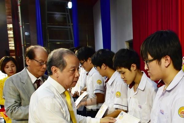 Hơn 200 học sinh, sinh viên Thừa Thiên - Huế được nhận học bổng Vallet
