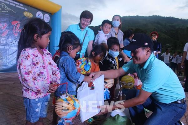 Khánh Hòa: Mang Trung thu đến với trẻ em nghèo vùng cao Khánh Sơn