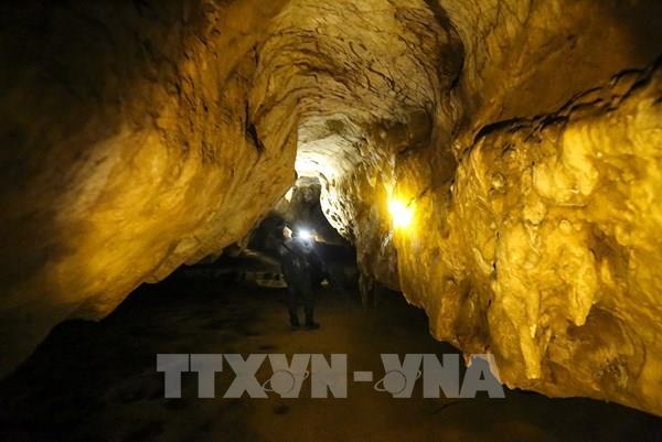 Trải nghiệm ở tuyệt tác hang động Chua Ta