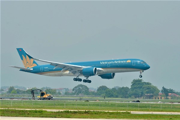 Chuyến bay thương mại quốc tế đầu tiên về tới Việt Nam sau thời gian tạm dừng vì dịch
