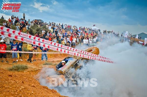 Lộ diện những tay đua xuất sắc tại giải đua ô tô địa hình Việt Nam 2020