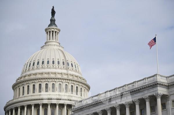 Hạ viện Mỹ thông qua gói chi tiêu kích thích kinh tế 2.200 tỷ USD