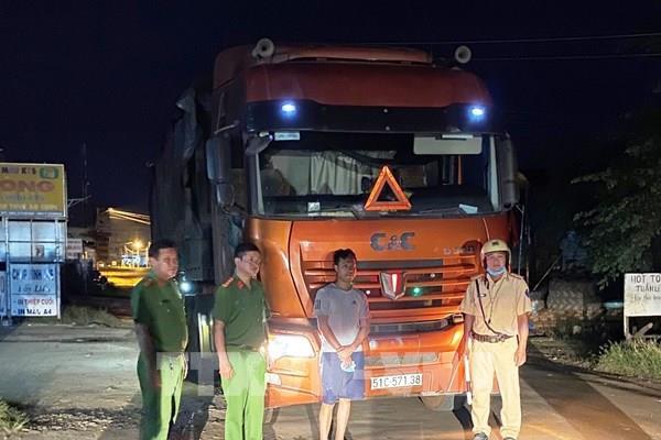 Tây Ninh thu giữ xe đầu kéo chở 35 tấn phế liệu từ nước ngoài về Việt Nam