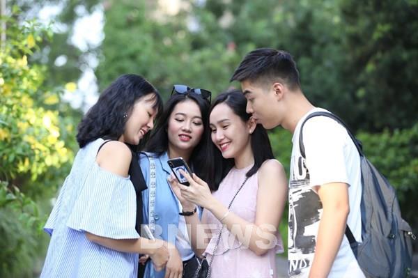 Học sinh có thực sự cần điện thoại di động khi đến trường?