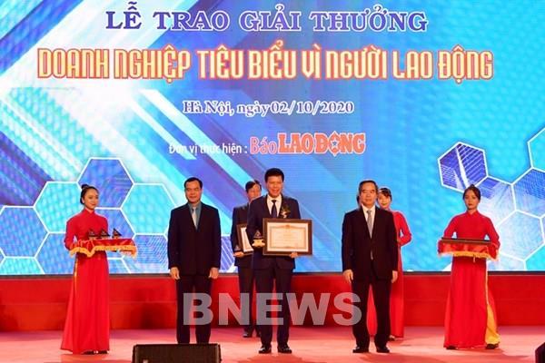 """Vietcombank được Thủ tướng tặng Bằng khen """"Doanh nghiệp tiêu biểu vì người lao động"""""""