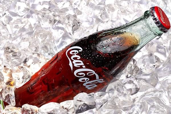 "Coca-Cola với chiếc vỏ chai ""huyền thoại"""