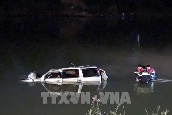 Nghệ An: 5 người tử vong trong vụ ô tô rơi xuống sông Giăng