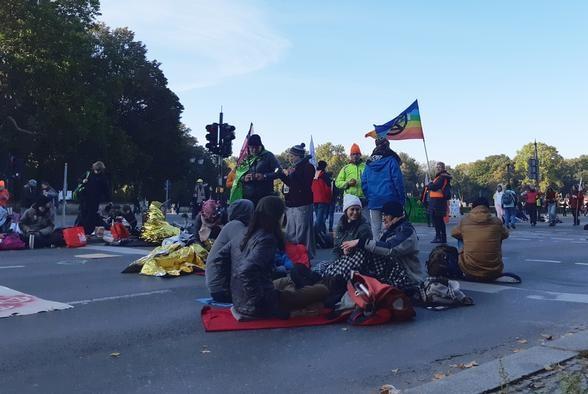 Biểu tình ngồi tại thủ đô Berlin kêu gọi bảo vệ rừng