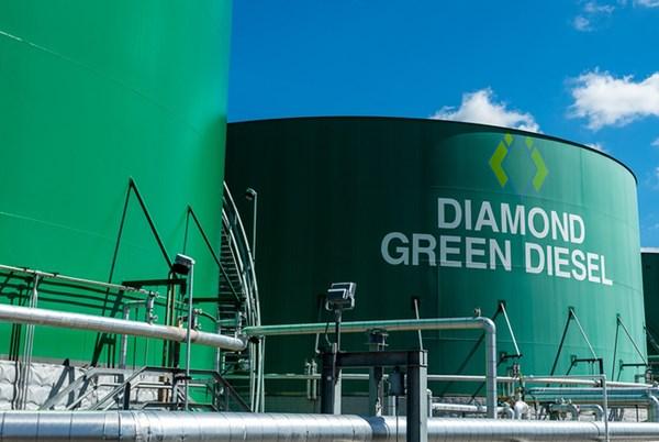 Canada có nguy cơ tụt hậu so với Mỹ trên thị trường diesel tái tạo