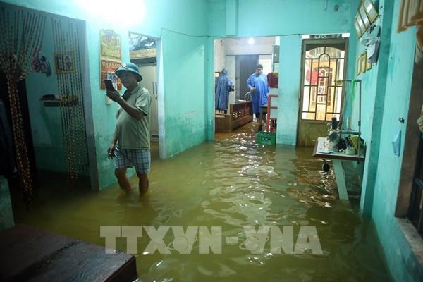 Mưa lớn gây ngập lụt nhiều khu dân cư ở Đà Nẵng