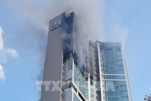 Cháy chung cư ở Hàn Quốc:  88 người được đưa đến bệnh viện do bị ngạt khói