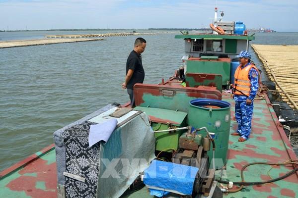 Tạm giữ hơn 20.000 lít dầu DO không rõ nguồn gốc trên vùng biển Hải Phòng