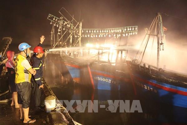 """Chập điện gây cháy hàng loạt tàu cá, ngư dân """"trắng tay"""""""