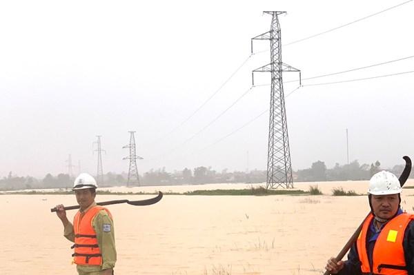 PTC 2 đảm bảo truyền tải điện liên tục từ Bắc vào Nam trong mưa lũ