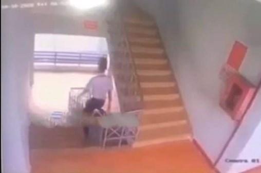 Một học sinh ngã tử vong do ngồi trượt lan can cầu thang