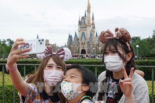 Tokyo Disneyland cắt 70% tiền thưởng 6 tháng cuối năm