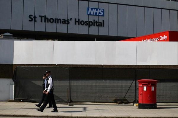 Anh báo động an ninh tại bệnh viện St Thomas ở thủ đô London