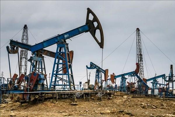 Giá dầu thế giới giảm khoảng 5% do lo ngại nhu cầu đi xuống vì dịch COVID-19