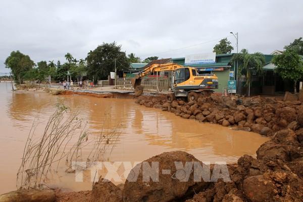 Áp thấp nhiệt đới gây mưa lớn, nguy cơ lũ quét, sạt lở đất ở miền núi