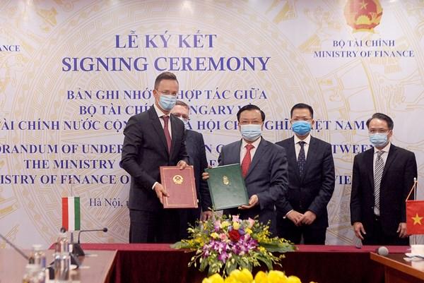 Ký kết hợp tác tài chính giữa Việt Nam và Hungary