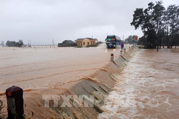 Mưa lũ gây nhiều thiệt hại tại Nghệ An, ít nhất 2 người mất tích