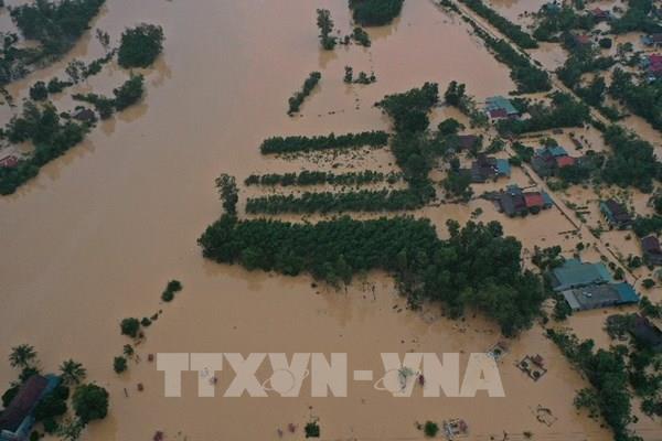 Nhiều cơ quan, đơn vị, doanh nghiệp ủng hộ người nghèo và đồng bào miền Trung bị lũ lụt