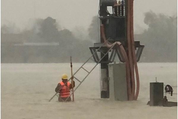 Khôi phục cấp điện tại Hà Tĩnh gặp khó do mưa lũ, ngập diện rộng