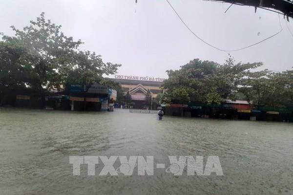 Sáng 20/10, mưa đã giảm, nước rút chậm, nhiều nơi ở Hà Tĩnh vẫn bị cô lập