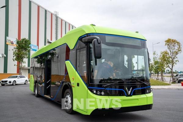 Xe buýt điện của VinFast có thể chạy đến 260km sau mỗi lần sạc