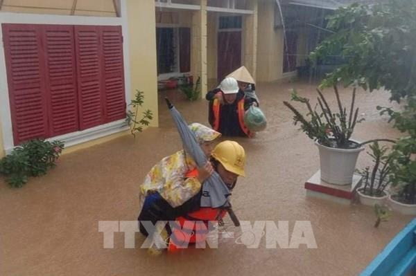 Quảng Bình: Lũ lụt còn phức tạp, khó khăn khi tiếp cận người dân vùng ngập sâu