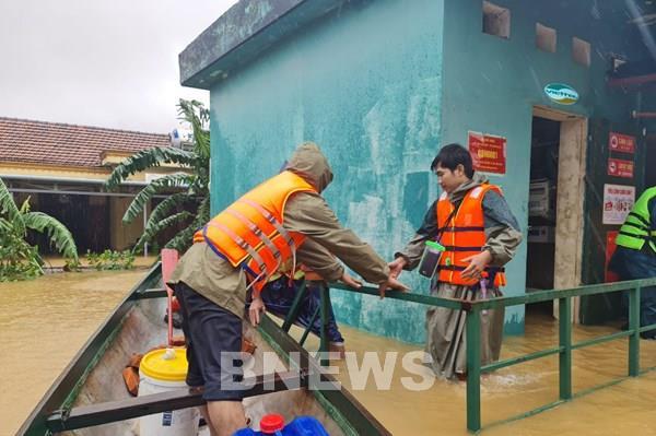 Cán bộ nhân viên Viettel quyên góp hỗ trợ đồng bào miền Trung