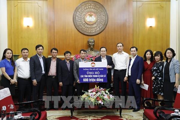 Mặt trận Tổ quốc tiếp nhận ủng hộ từ Thông tấn xã Việt Nam và các tổ chức, doanh nghiệp