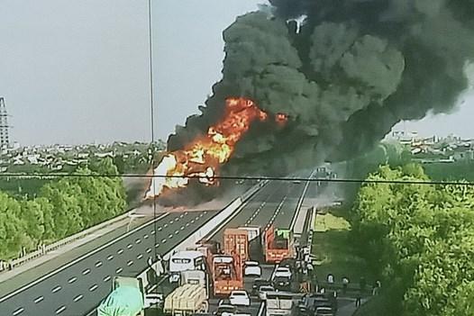 Cháy xe bồn chở xăng dầu, cao tốc Hà Nội – Hải Phòng ùn tắc cục bộ
